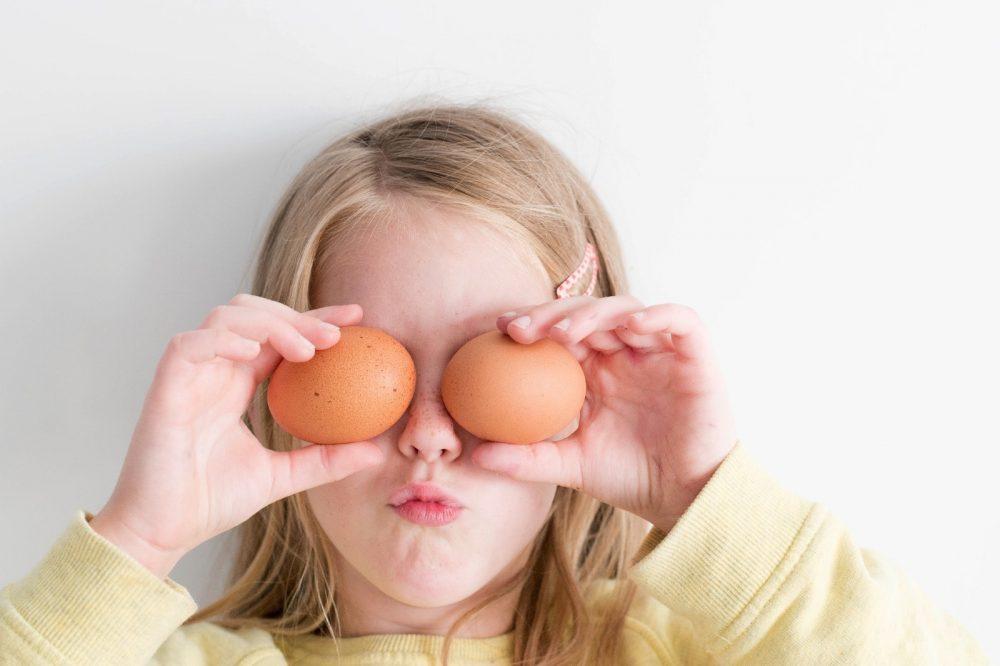 Masca de față cu ou estompează ridurile