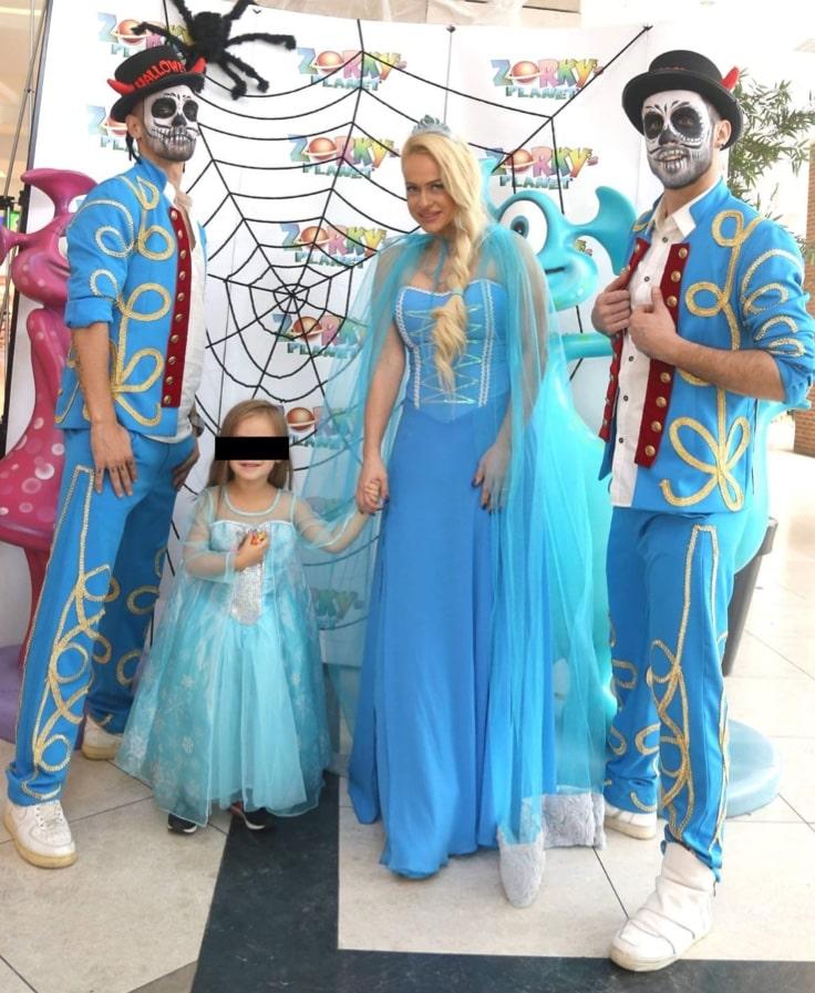 Anda Adam și fetița ei au participat la un eveniment de Halloween