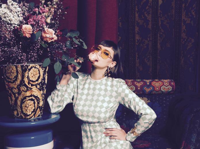 Iulia Albu purtand ochelari de soare Dior Color Quake Sunglasses (Shades Originators)
