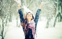 happy-girl-winter-snow-snowflakes-photo-wallpaper-2560x1600