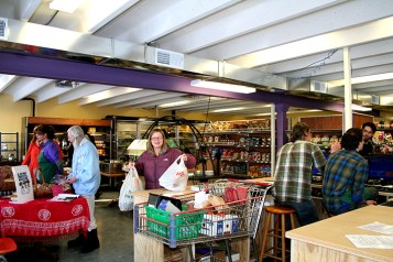Shopper checking out at the register. (Preface photo/Izza Jatala)