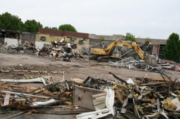 Greenlawn_demolition_roeder_15