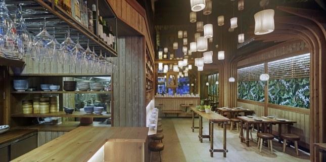 Barra y sala en diseño de restaurante Koh Lanta en A Coruña (Galicia)