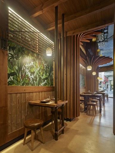 Mesa para dos en restaurante Koh Lanta en A Coruña (Galicia)