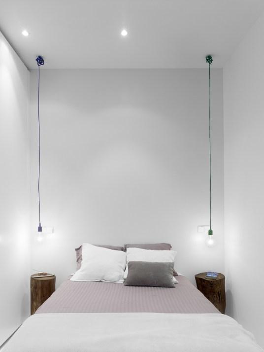 Iluminación y mesitas de noche. Diseño interior de mini-apartamento en Madrid