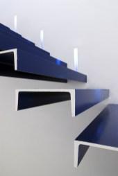 Diseño de óptica en Ponferrada. Detalle escaleras voladas