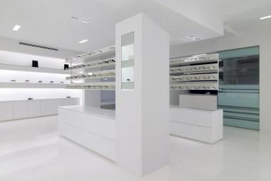 Expositores de gafas en formato horizontal con vista de producto de 360º. Diseño y fabricación propia