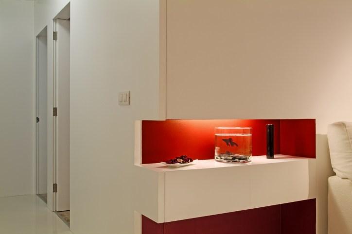 Diseño interior de piso en Galicia. Detalle decorativo y pasillo