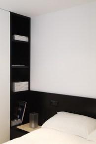 Diseño interior de piso en Galicia. Detalle librería integrada