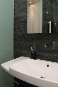 Diseño interior de piso en Galicia. Detalle lavabo
