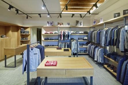 Vista general en tienda de moda hombre Madrás en Viveiro-Lugo