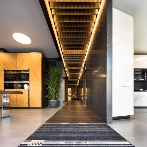 Entrada tienda en Diseño de showroom de cocinas para Grupo Ramón García