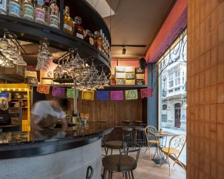 Barra y mesas cantina Nana Pancha, restaurante mexicano en A Coruña-Galicia