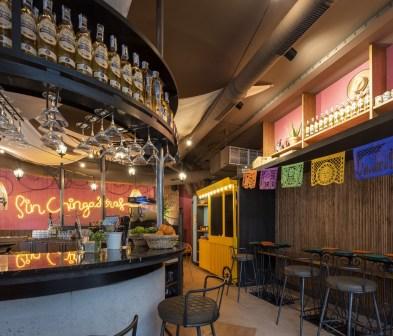 Barra y carro de tacos en Nana Pancha, restaurante mexicano en A Coruña-Galicia