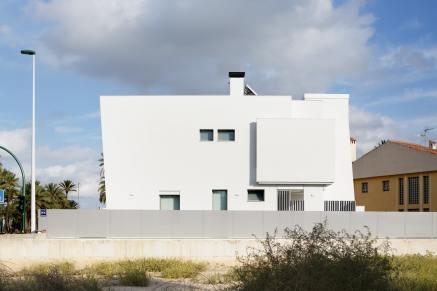 Fachada-Diseño interior vivienda futurista en Elche