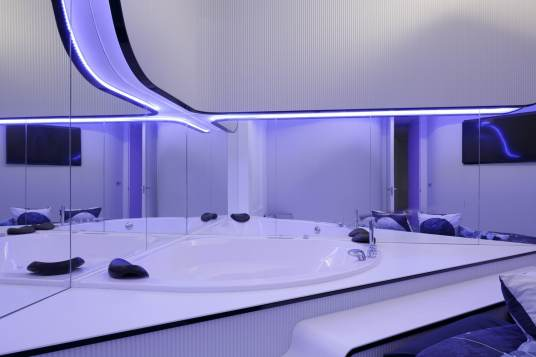 Jacuzzi-Bañera hidromasaje-Diseño interior vivienda futurista en Elche
