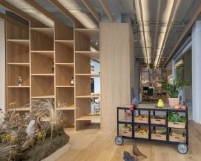 Exposición y escaparate - INteriorismo EStratégico en Galicia - Showroom mobiliario Sutega