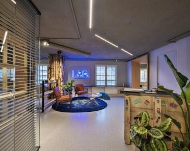 Recepción en Diseño de oficinas Sutega LAB