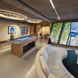 Mesa de control y audiovisuales en Diseño de oficinas Sutega LAB