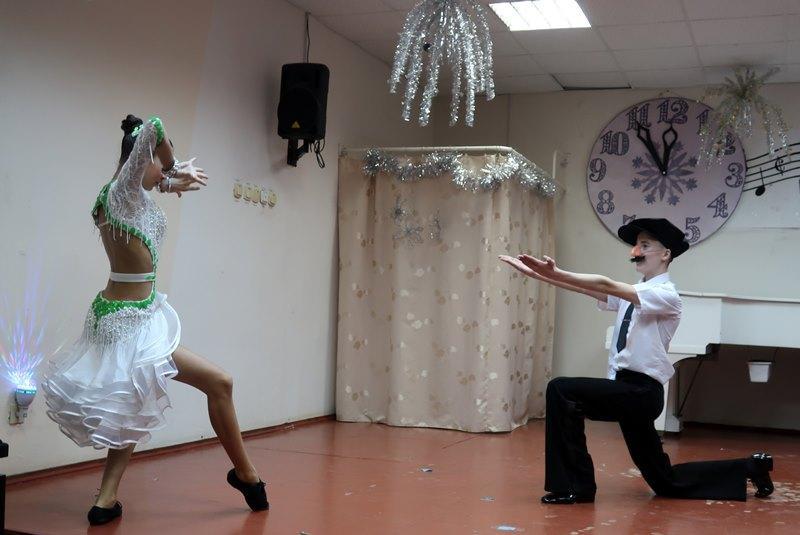 «Новогоднее настроение в ивангородской школе искусств» (фото)