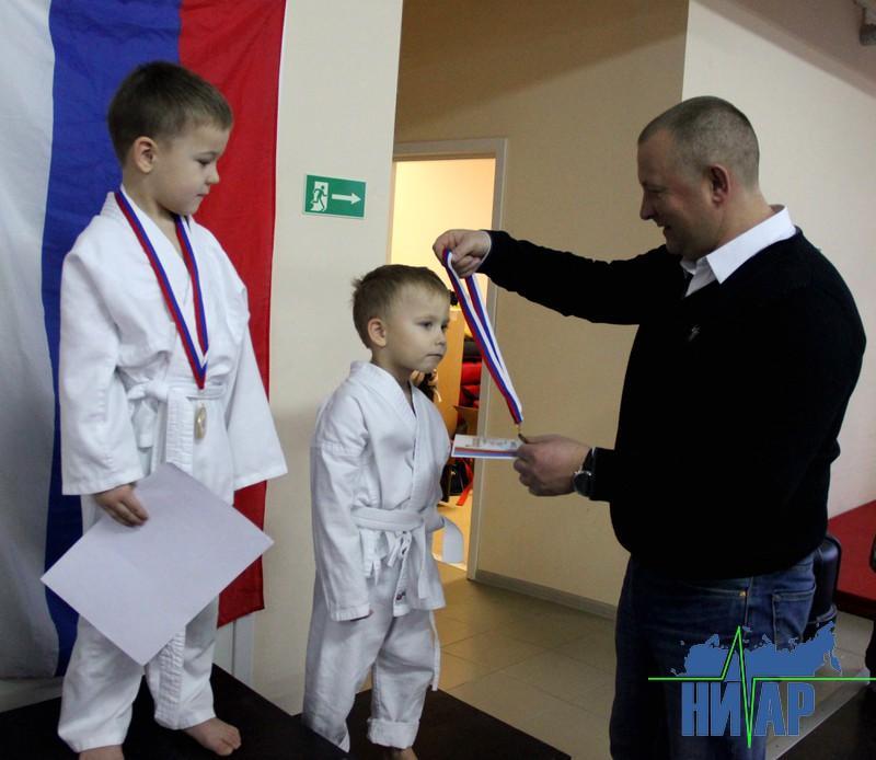 Глава Ивангорода поздравил спортсменов с наступающим Новым годом (фото)