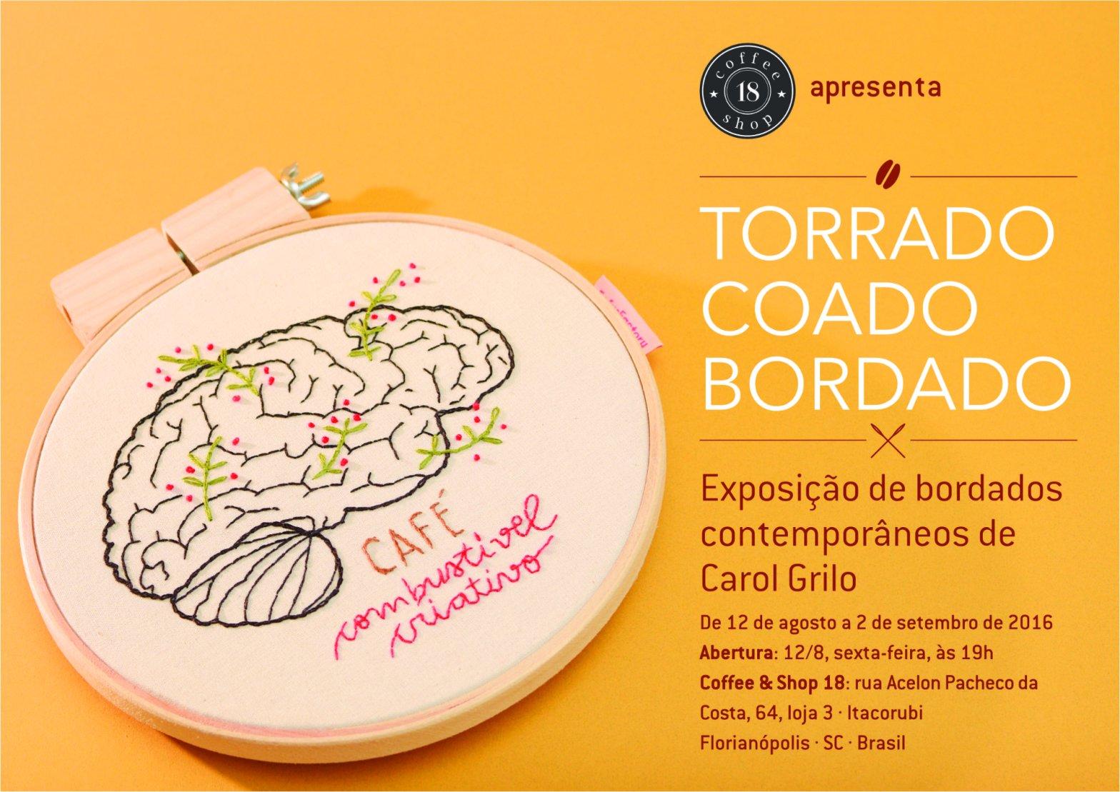 """Convite da exposição com um cérebro bordado e os escritos """"café: combustível criativo"""". À direita, informações sobre a exposição"""