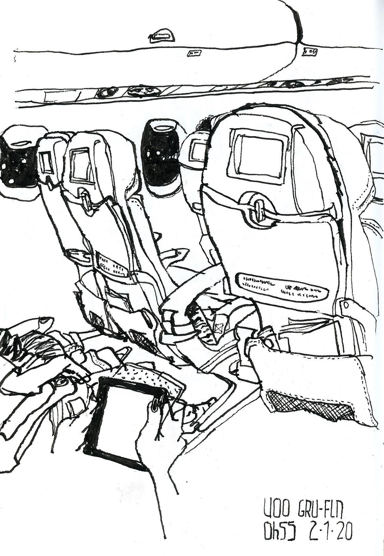 Desenho a traço do interior do avião mostrando a parte traseira das poltronas. Pela janela, vê-se que já é noite