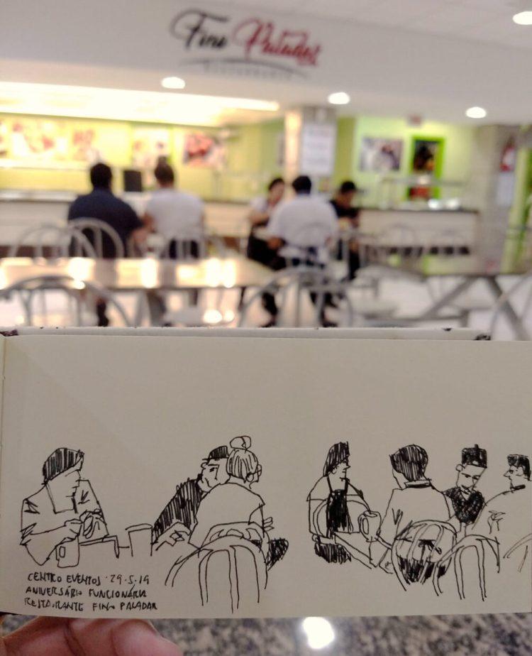 Foto da praça de alimentação do Centro de Eventos da UFSC com funcionários do restaurante Fino Paladar ao fundo e o desenho em primeiro plano
