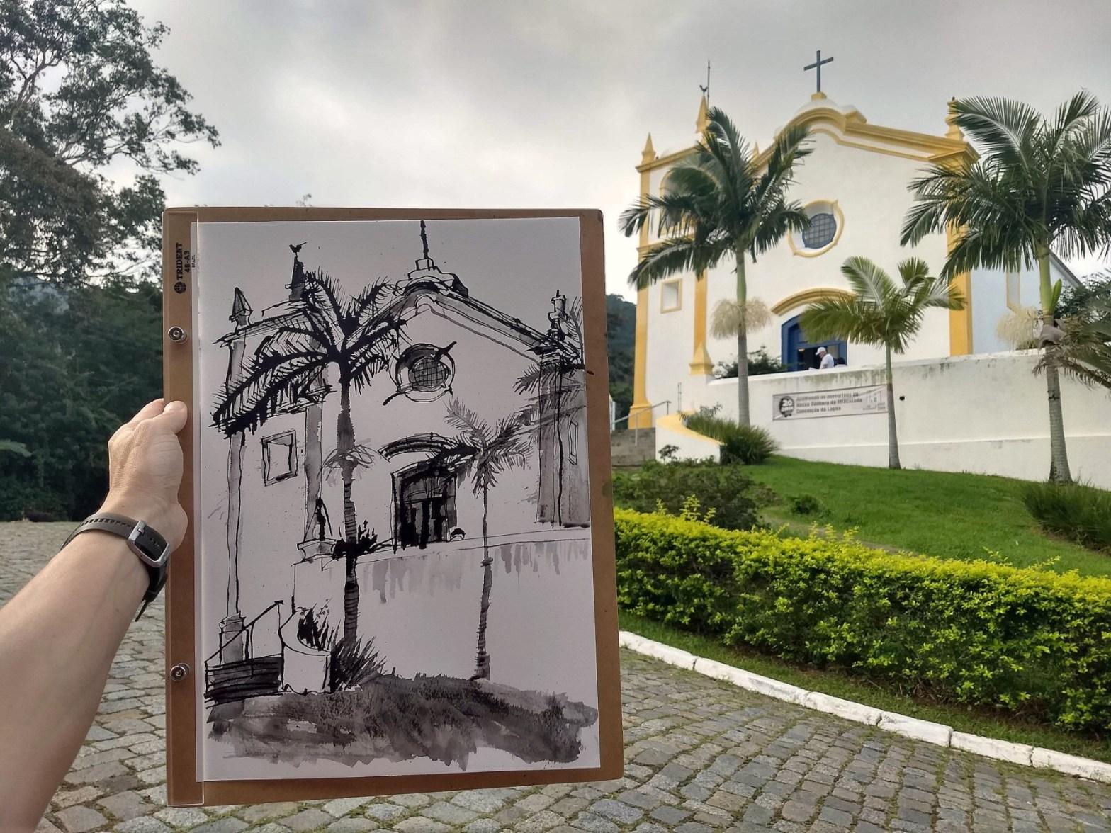 Desenho da igreja da Lagos em preto e branco em primeiro plano com a igreja ao fundo