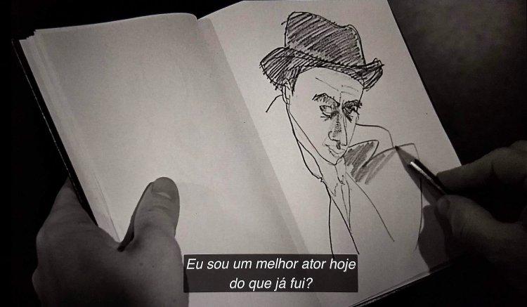 Caderno aberto mostrando o desenho de um homem de chapéu
