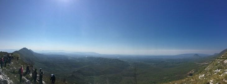 Početak tura. Na lijevoj strani se vidi vrh Tarabosha.