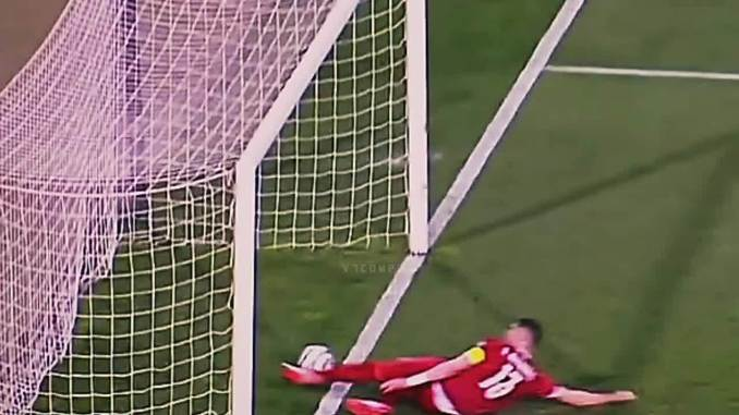 Ronaldo bị từ chối bàn thắng dù bóng qua vạch vôi