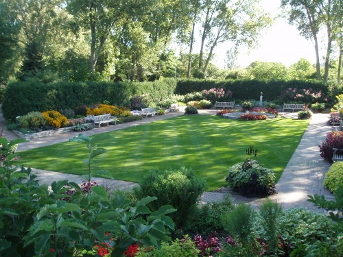 Tips for designing your garden turf | Ivinghoe Turf News on Landscaping Ideas For Rectangular Backyard  id=49261