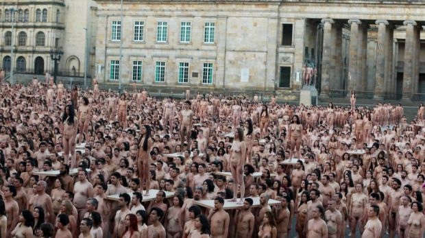 Naked volunteers pose for U.S. artist Spencer Tunick at Bolivar Square in Bogota,Colombia. June 5,2016. REUTERS/John VizcainoTEMPLATE OUT