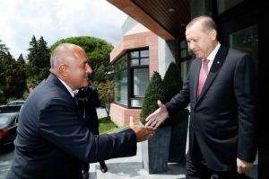 Борисов-целува-ръка-на-Ердоган-e1490201315734