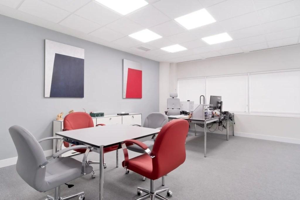 Interiorismo Ivory, diseño oficina tecnológica