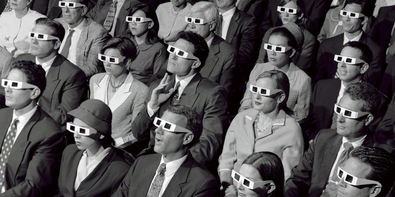 Old-skool-3d-cinema-audience-245vw3d