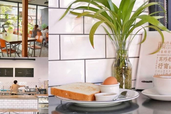 Fleet Street 艦隊街咖啡|台中火車站旁結合書店的咖啡廳,提供不限時附插座空間,早上10點前點咖啡還送早餐一份!