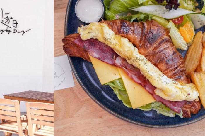逐日早午餐  台中北屯網美早午餐,可頌酥脆感直逼餅乾,還吃得到10公分菠蘿漢堡!
