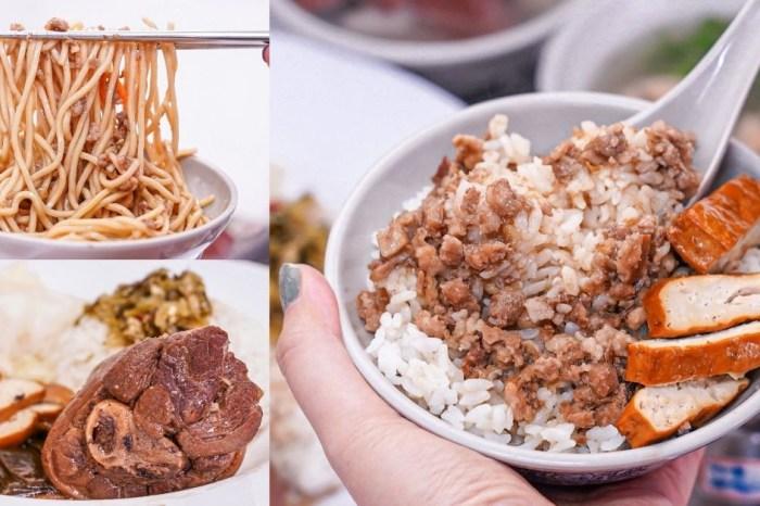 榮華炒麵  台中北區榮華富櫃市集美食,必點魯肉燥飯30元、超值70元四菜便當,還必加自製小魚辣椒!