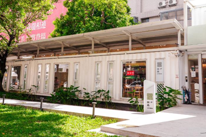 林森67 |台中超美森林系咖啡廳!隱藏在市區的純白貨櫃玻璃屋,還能吃到義式料理、下午茶甜點!