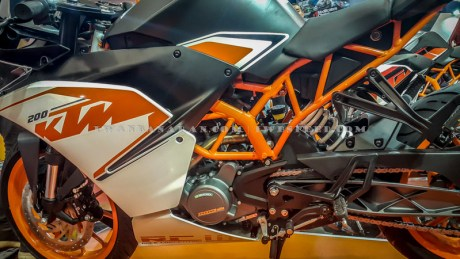 KTM Duke dan RC200 (16)