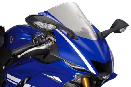 2017-yamaha-yzf-r6-low-res-09