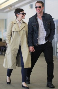 Gosh-ginnifer-goodwin-and-josh-dallas-32774917-487-750