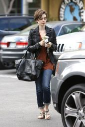 lily-collins-casual-style-out-in-west-hollywood-february-2015_1