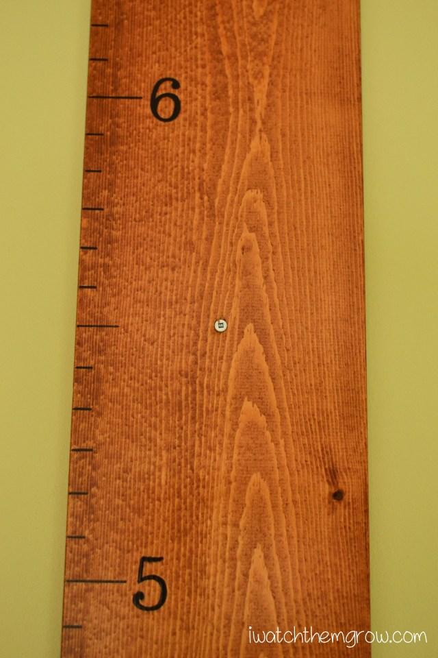 DIY Wood Growth Chart | iwatchthemgrow.com