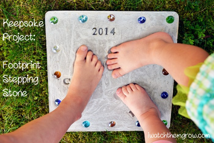 This footprint stepping stone is a perfect keepsake for the garden! Makes a really cute gift for grandparents and Mother's Day or Father's Day!
