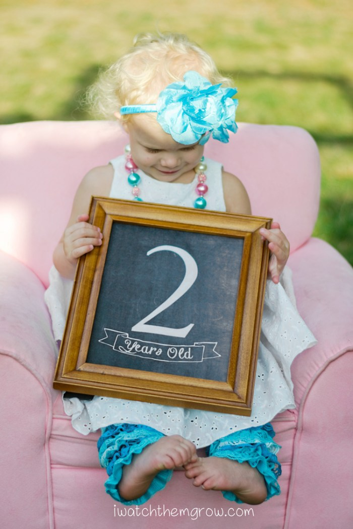 Free printable birthday photo chalkboard! From 1 year old to 10 years old.
