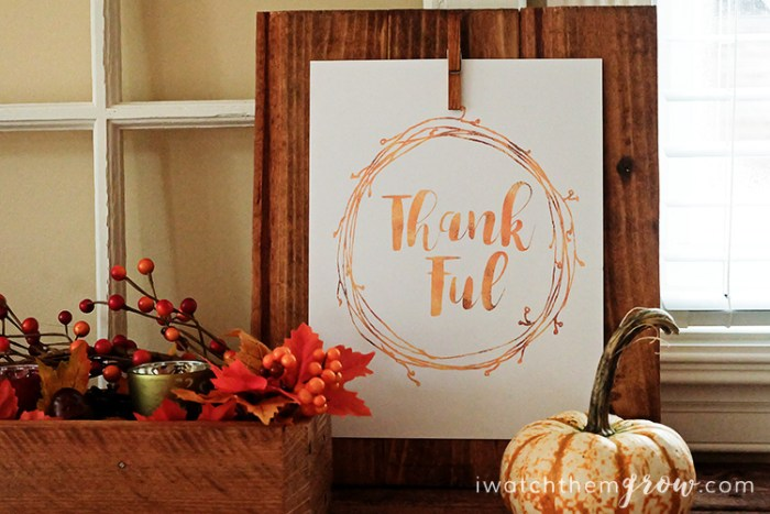 This free gold thankful printable is perfect for fall and Thanksgiving decor!