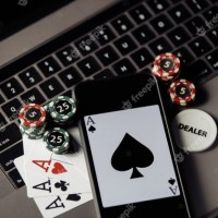 4 Advantages Of Online Poker : Why Play Poker Online